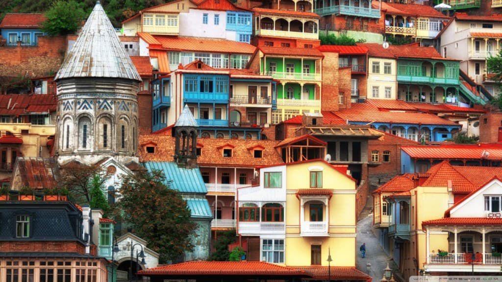 tury-na-vyhodnye-v-gruziju-1024x576-min