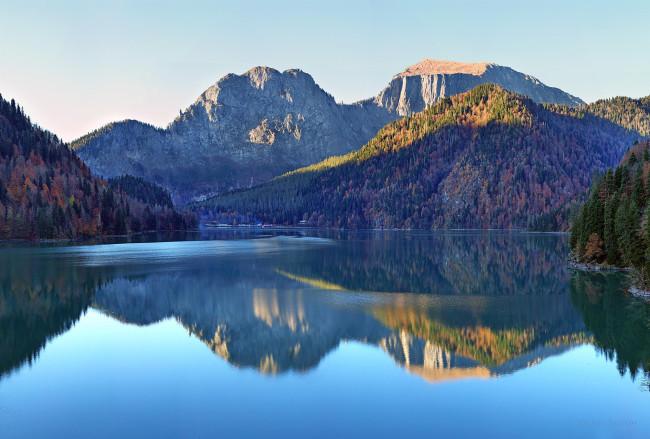 «Живая-вода»-озера-Рица